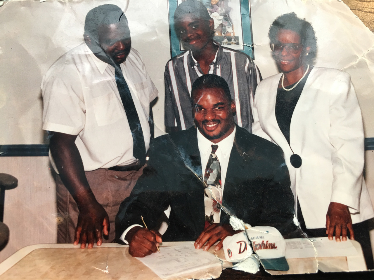 Dwight Hollier with family signing contract