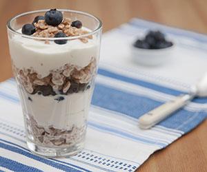 yogurt blueberry parfait